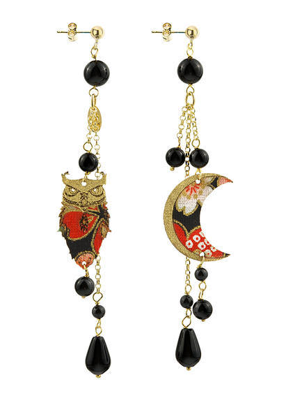 black-long-fukuro-earring-with-pendants