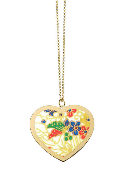 white-frame-heart-necklace