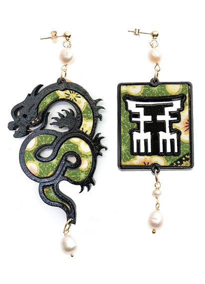 silk-earrings-with-dragon-and-small-pearl-lacquer-4354